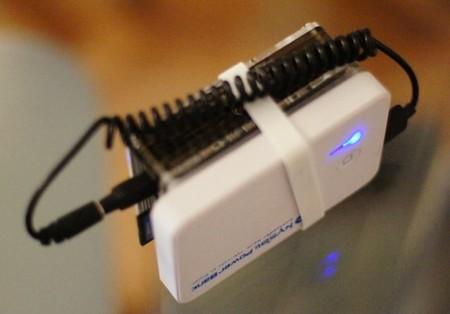 Detalle de la batería para poder llevarnos la Raspberry Pi a cualquier parte
