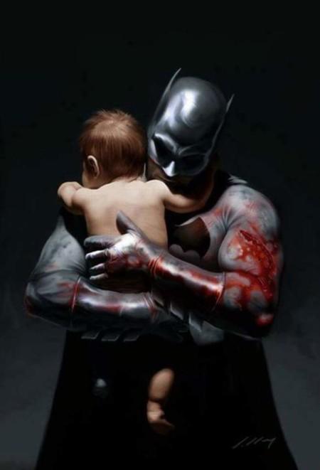 Incluso los hombres más duros (como Batman) se ablandan cuando tienen un bebé