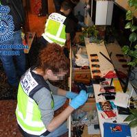 Teleoperadores y mensajeros colaboraban con una banda de estafadores desarticulada por la Policía