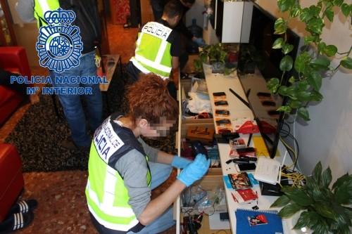 Teleoperadores y mensajeros colaboraban con alguna banda de estafadores desarticulada por la Policía
