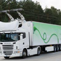Tecnología del siglo XIX para que los camiones eléctricos no se queden sin energía: Siemens piensa en catenarias