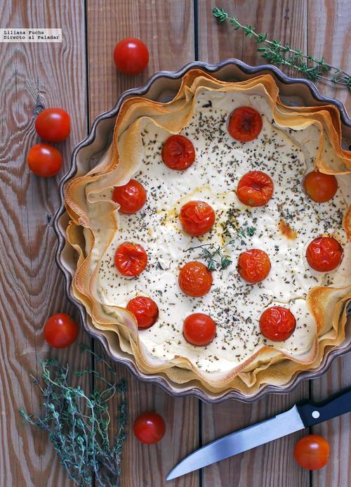 Tarta salada de yogur y queso de cabra con tomatitos: receta fácil para compartir