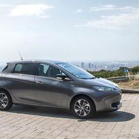 Las ventas de coches híbridos y eléctricos doblan en marzo los niveles prepandemia, con el Renault ZOE a la cabeza