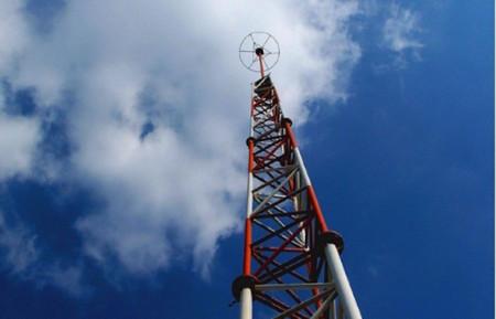 Telefónica y AT&T estudian la posibilidad de rentar torres a América Móvil