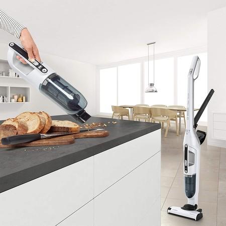 Chollazo en el Bosch BBH32551 Flexxo Serie: por 111 euros podemos hacernos con este aspirador vertical de 25,2 V y 55 minutos de autonomía