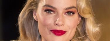 El rojo metalizado también es para los ojos: Margot Robbie nos deslumbra con su look de red carpet