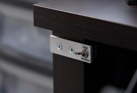 Un interruptor para elegir si arrancas entre Linux o Windows es el proyecto maker más simpático de las últimas semanas