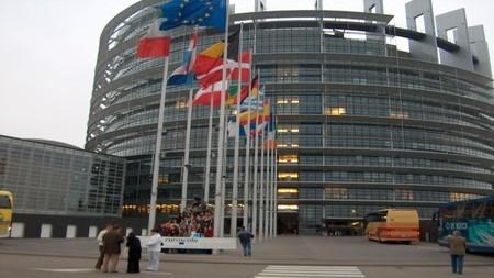 Desde el Parlamento Europeo informan del abandono del papel para 2018