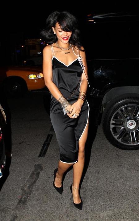 Rihanna con vestido lencero