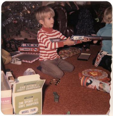 ¿Es bueno que los niños jueguen con pistolas?