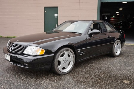 Este Mercedes-Benz SL600 de 2001 aún espera su primer dueño, pero piden por él casi 125.000 euros