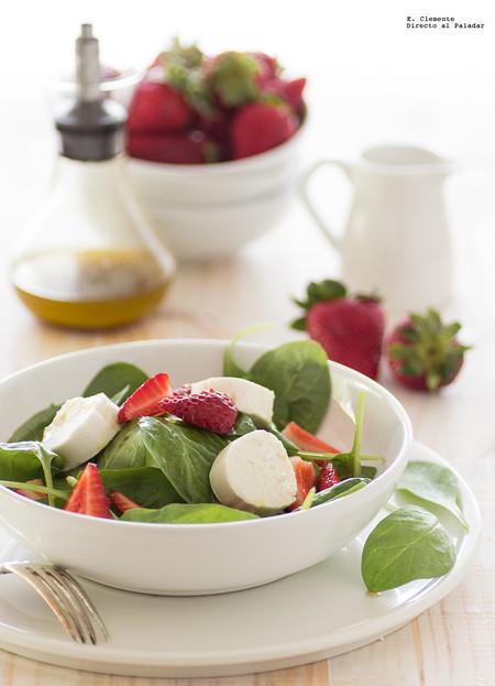 Ensalada de fresas, espinacas y queso de cabra con vinagreta de fresa. Receta