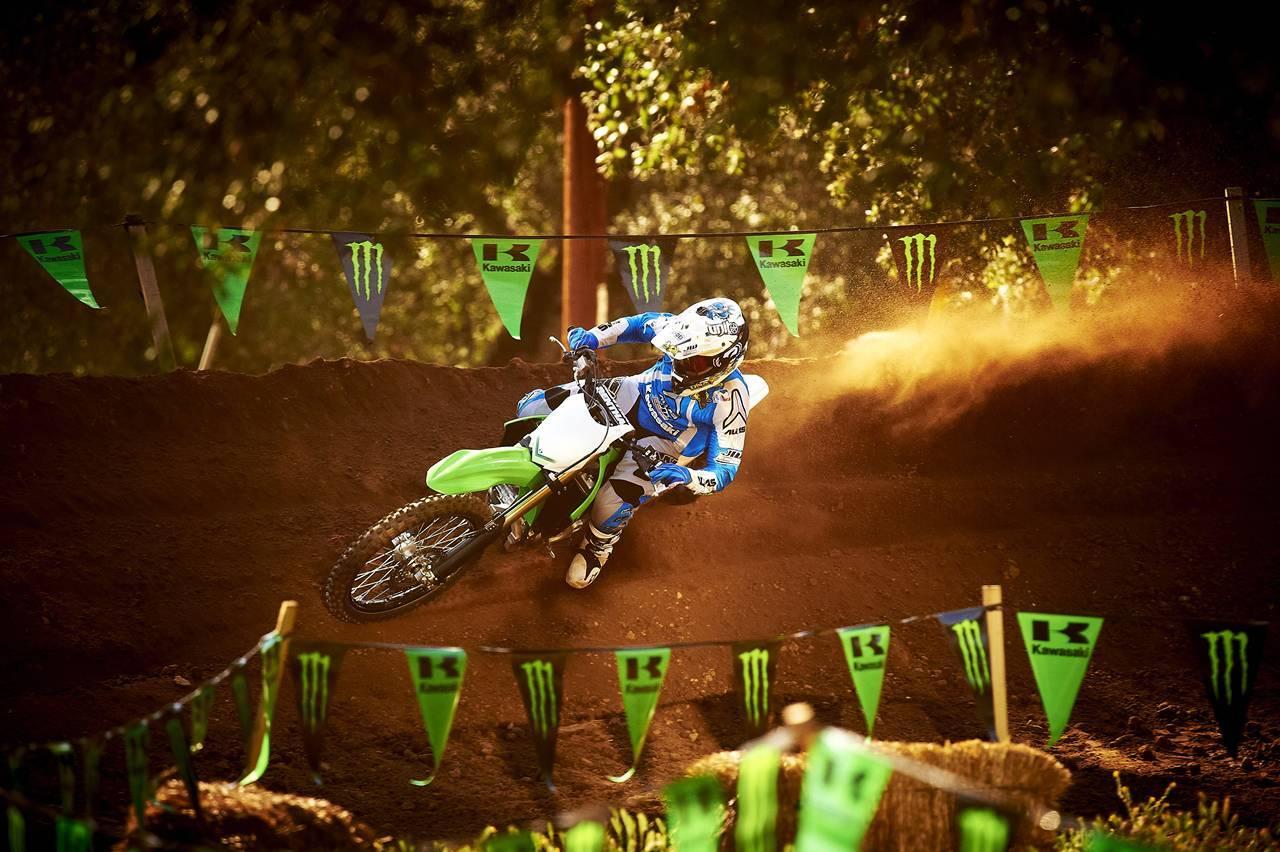 Foto de Nueva Kawasaki KX450F 2013: de la experiencia del AMA Supercross y Motocross a tu garaje (Acción) (12/42)
