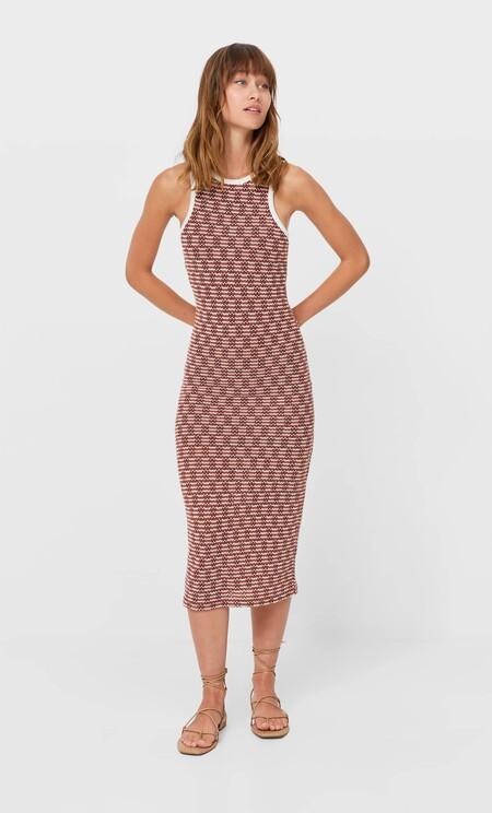 https://www.stradivarius.com/es/mujer/ropa/compra-por-producto/vestidos/ver-todo/vestido-midi-rustico-c1020035501p302274854.html?colorId=450&isDouble=1&style=1