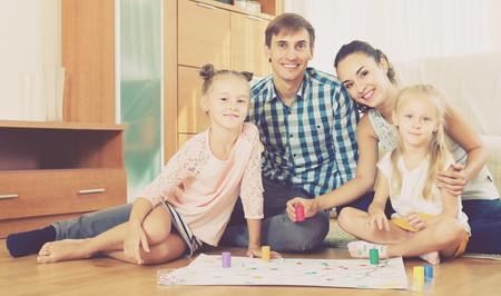 Los mejores 17 juegos de mesa para desconectar de las pantallas y jugar en familia