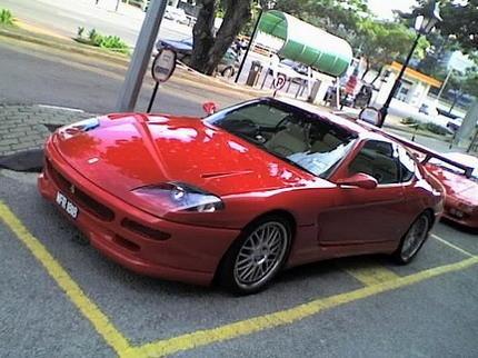 Alerón gigante en un Ferrari 456
