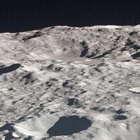 Este es el mayor cráter de impacto del Sistema Solar y se encuentra en nuestro propio satélite natural