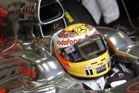 Lewis Hamilton espera un milagro para dar caza a los Red Bull