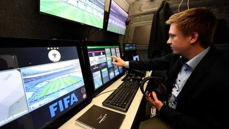 Conoce el videoarbitraje (VAR) que la FIFA usará en el mundial de fútbol de Rusia 2018