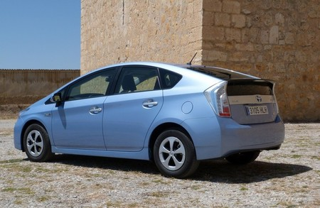 Toyota Prius Plug in trasera
