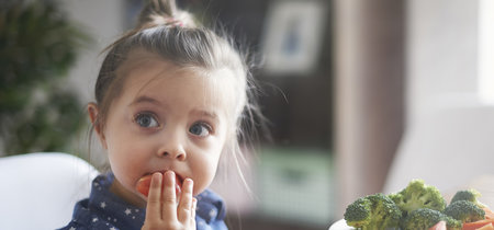 ¿Tú hijo es quisquilloso con la comida? Cinco formas de que las comidas sean más divertidas y saludables