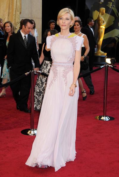 Foto de El mejor look de la semana está capitaneado por los vestidos de los Oscar. Elige a la que más te guste (2/6)