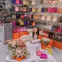 Esta asiática tiene más de 200 bolsos de Hermès. Así es todo su armario (de más de 60 m2)