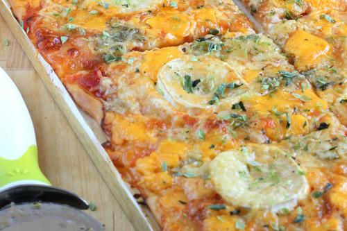 Pizza cinco quesos, la receta infalible con la que soñarán hasta los ratones