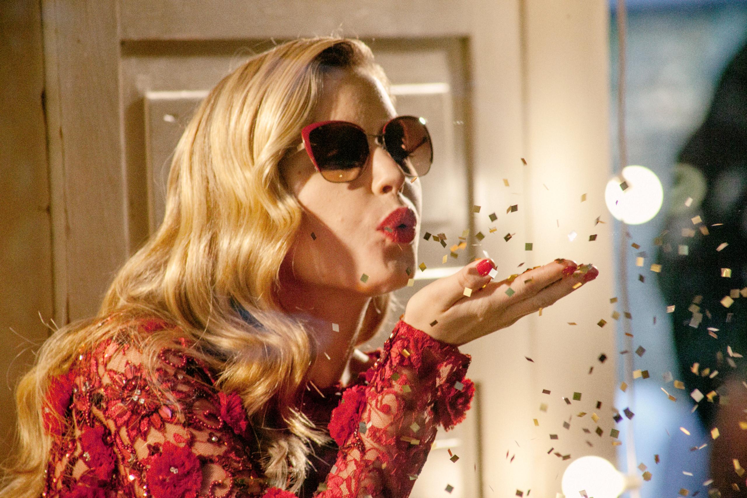 Foto de Georgia May Jagger, una Mamá Noel muy sexy en la campaña Sun Glasses Hut (29/30)