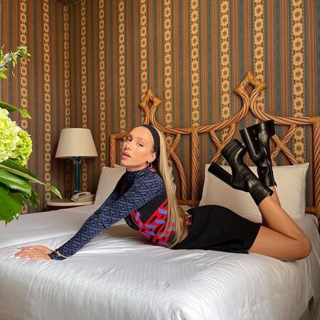 Las botas con plataforma de Bershka que inundan Tik Tok son clavadas a las famosas Intrico de Versace (pero cuestan solo 40 euros)