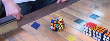 Este cubo de Rubik se resuelve a sí mismo gracias a un puñado de motores y un Arduino