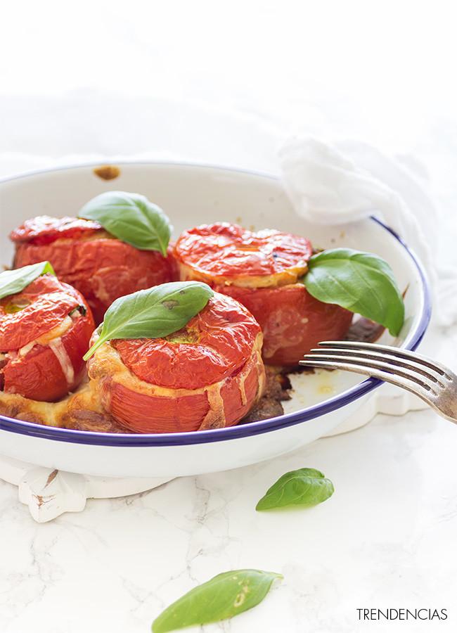 Receta de tomates al horno con queso de cabra, curry y albahaca
