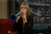 A Heidi Klum le gusta tocar la vuvuzela