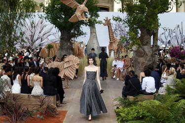 La Alta Costura de Maria Grazia Cihuri en Dior encandila a París con su juego masculino-femenino