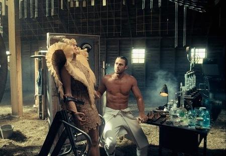 Pues sí, va a ser que la Gaga vuelve a estar en el mercado de las Solteras de Oro