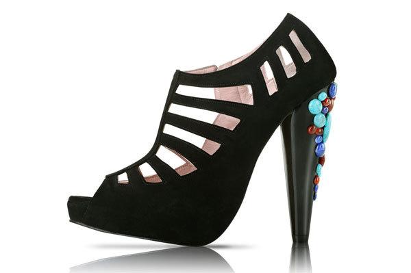 Zapatos prêt-à-porter de inspiración egipcia por Patricia Rosales