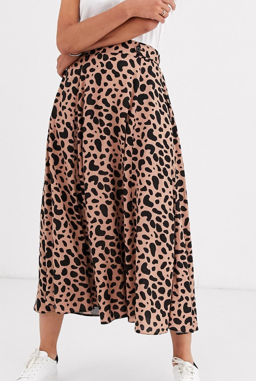 Falda midi vaporosa con detalle de botones en la cinturilla y estampado de leopardo de ASOS DESIGN