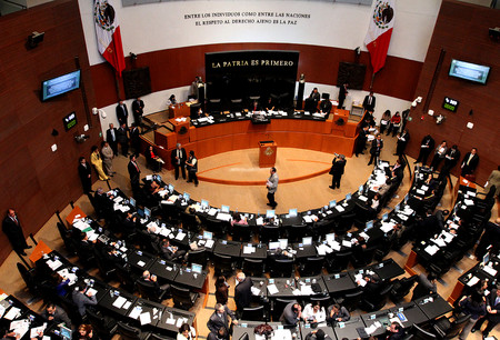 Senado acaba de aprobar que contenidos en internet puedan darse de baja  sin intervención de una autoridad en México