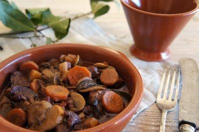 Boeuf bourguignon cocinado a fuego lento. Receta