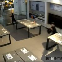 Seis personas desvalijan una Mi Store en apenas 30 segundos