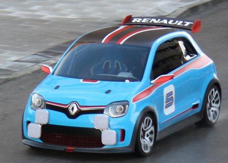 ¿Será este el anunciado Renault 5, marcándose un vals en Madrid?
