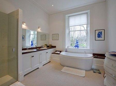El baño de Jude Law y Sienna Miller