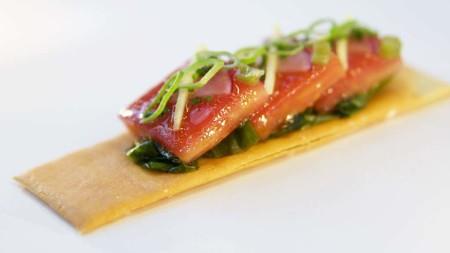 Pan Con Sashimi Tomate