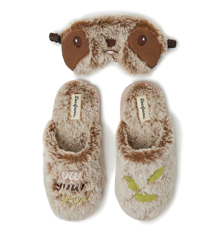 Zapatillas de casa de mujer Dearfoams de color marrón con memory foam