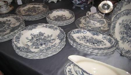 Vajilla-azul-anticuario-retro