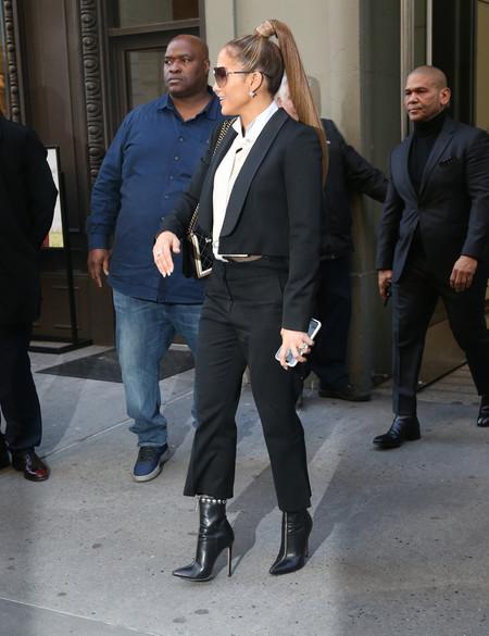 Jennifer López sorprende a todos sus fans con una cola infinitamente larga (y un estilismo perfecto para el día a día)