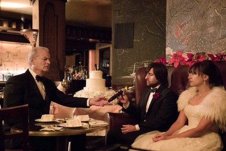 Bill Murray, Jason Schwartzman y Rashida Jones en A Very Murray Christmas
