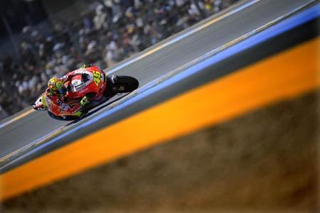 Ducati tira la casa por la ventana y subasta dos Desmosedici de GP