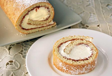 Bizcocho enrollado de mermelada y nata sin lactosa