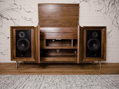 Wrensilva Standard One, un precioso mueble de sabor clásico con un potente equipo HiFi integrado